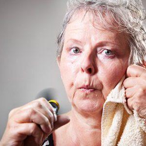 Как гормональные изменения приводят к неприятному запаху в области влагалища